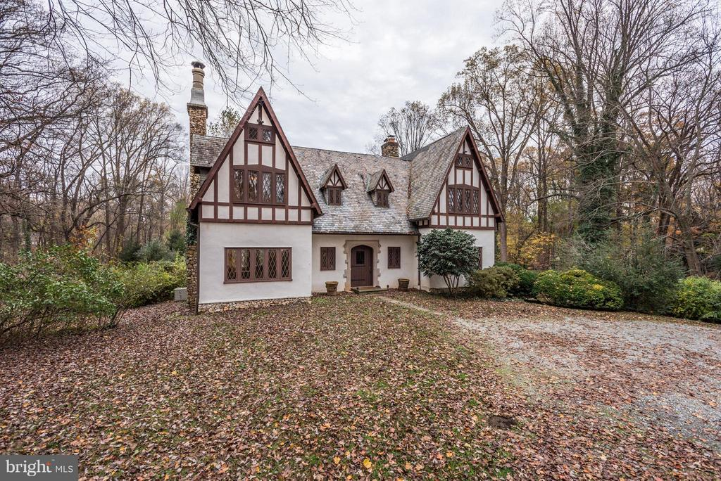 Tudor Manor House beautifully sited on 3.6+ acres. - 8110 GEORGETOWN PIKE, MCLEAN