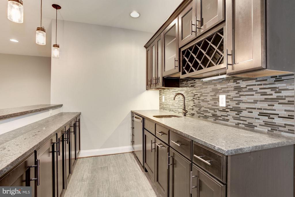 Wet Bar - 2014 BURFOOT ST, FALLS CHURCH