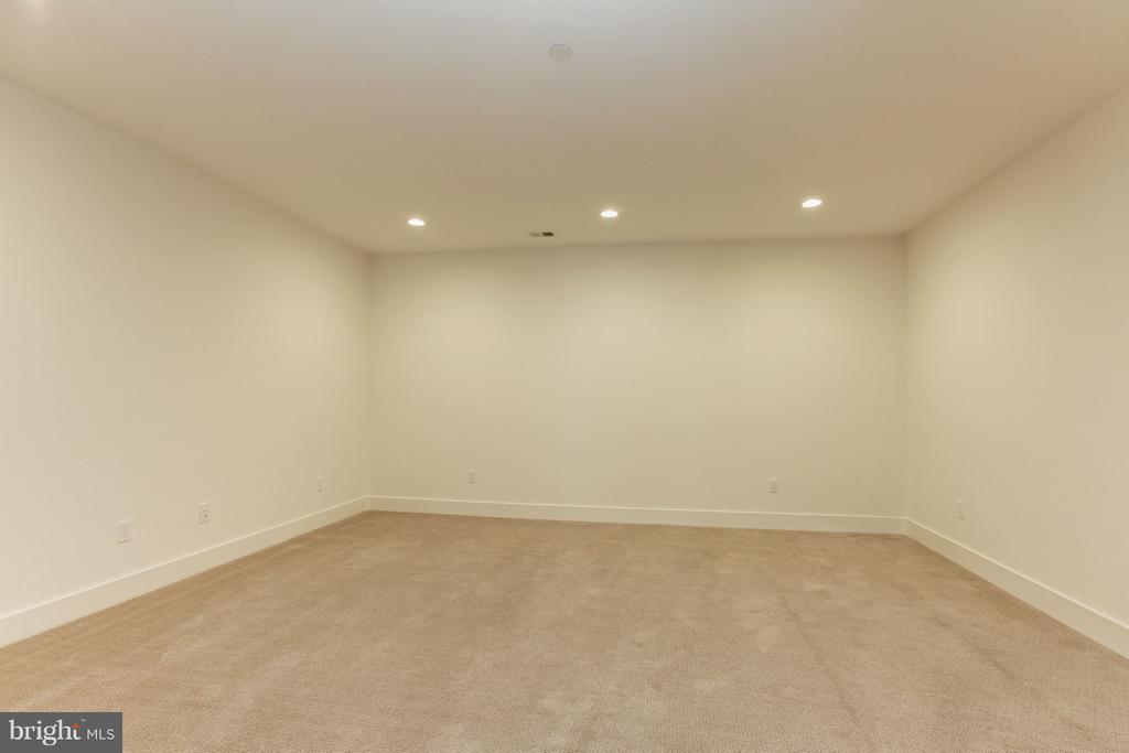 Media/Exercise Room - 3006 UNIVERSITY TER NW, WASHINGTON