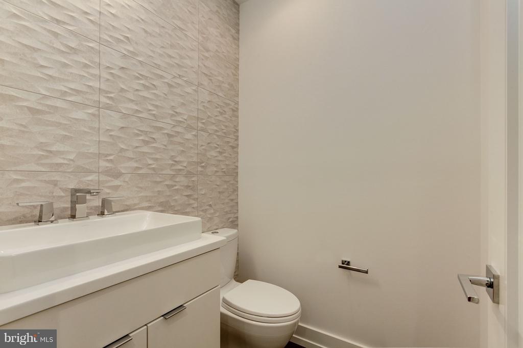 Powder Room - 3006 UNIVERSITY TER NW, WASHINGTON
