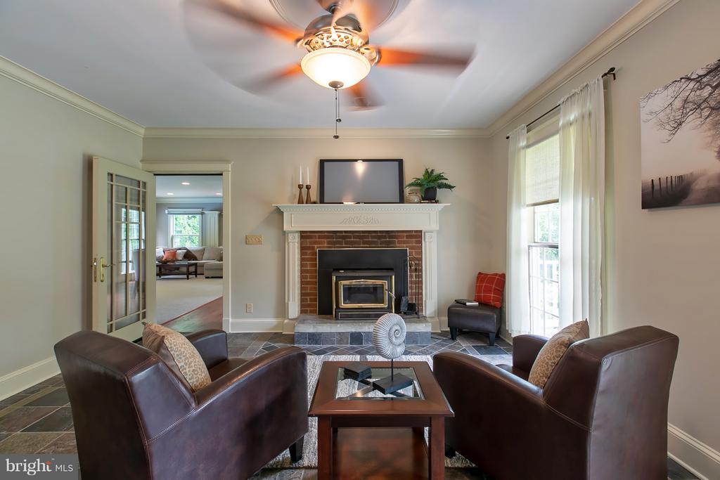 Formal Living room w/ slate tiles w/ Fireplace - 16808 OAK HILL RD, SILVER SPRING