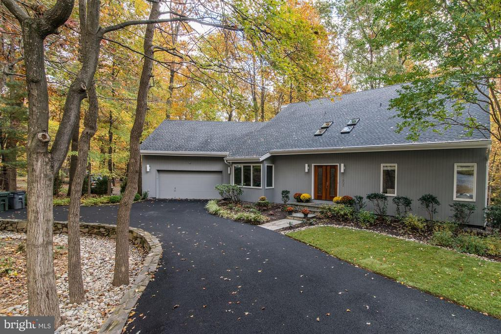 Nestled on nearly 1/2 acre wooded lot - 11903 TRIPLE CROWN RD, RESTON