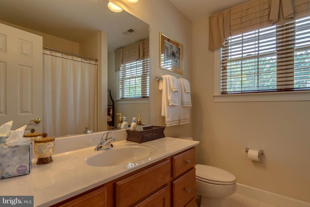 Guest Room Bath - 3428 LOGSTONE DR, TRIANGLE
