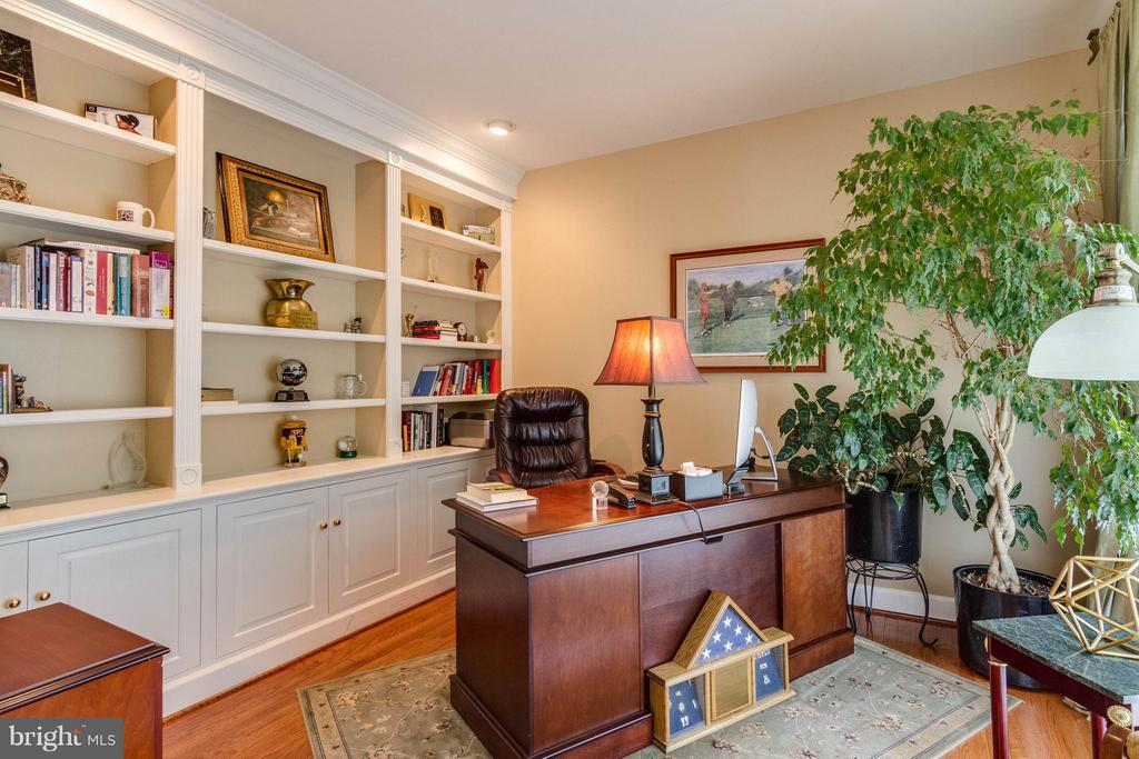 Office/Library with built-in shelves - 3428 LOGSTONE DR, TRIANGLE