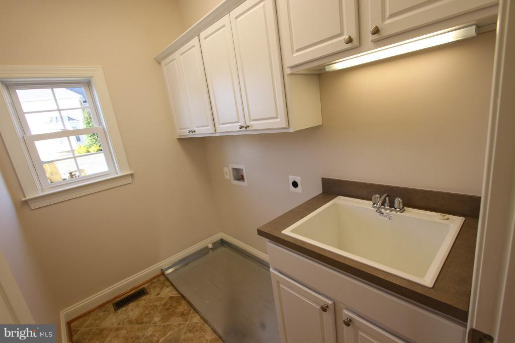 Separate Laundry Room on Main Floor - LOT 9 LANGHORNE DR, WINCHESTER