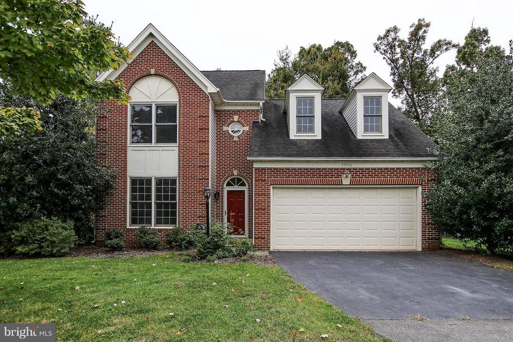 Lovely curb appeal on quiet cul de sac - 43956 BRUCETON MILLS CIR, ASHBURN