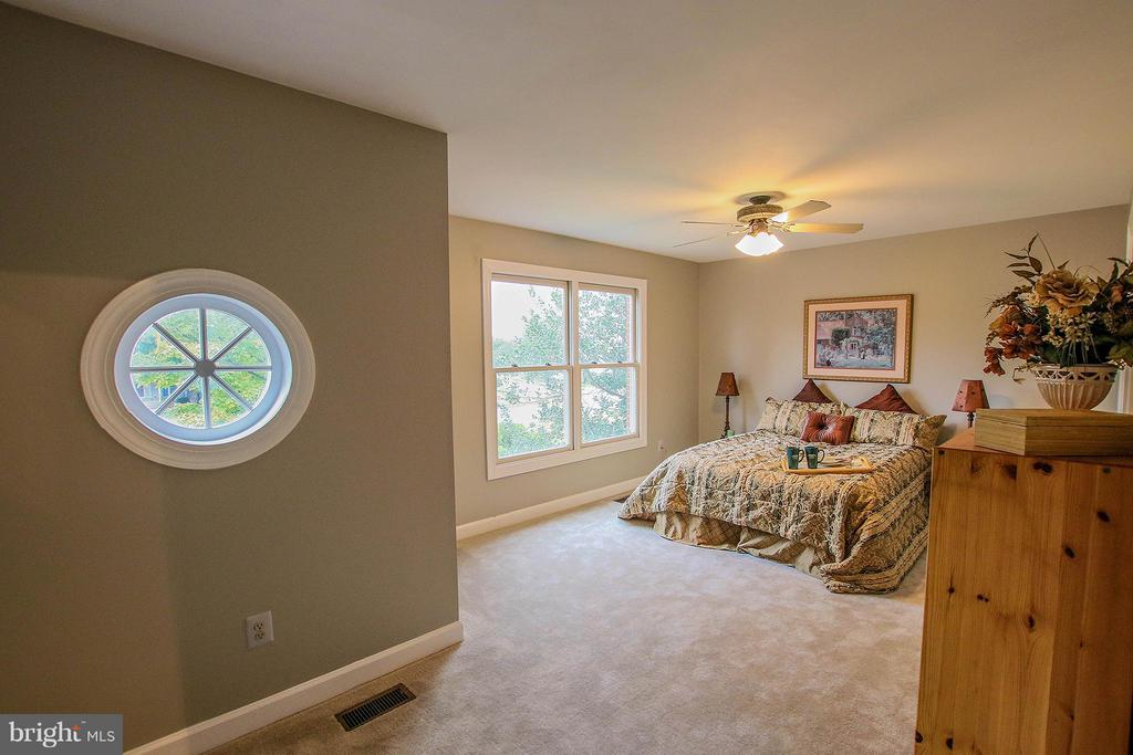 Upper level master suite - 43956 BRUCETON MILLS CIR, ASHBURN