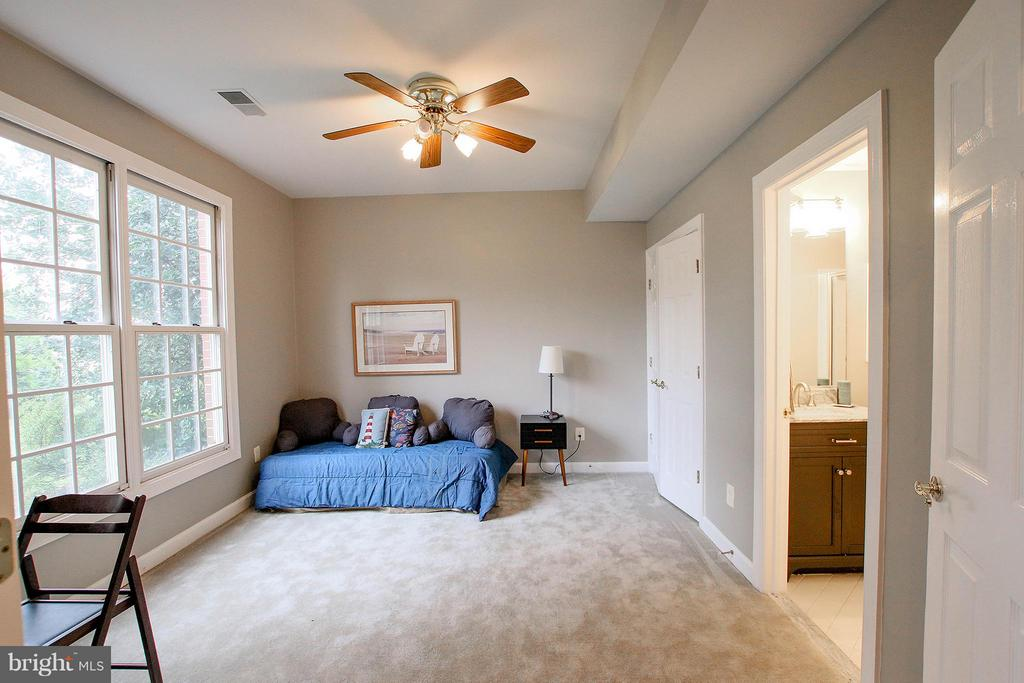 Main level bedroom, study or living area - 43956 BRUCETON MILLS CIR, ASHBURN