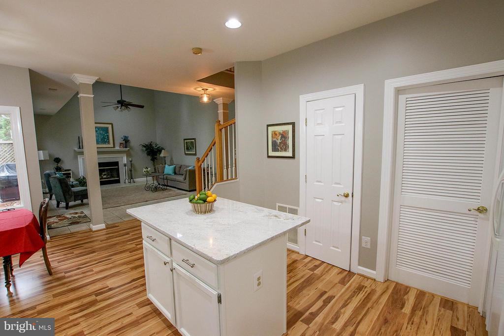 Convenient pantry & laundry room - 43956 BRUCETON MILLS CIR, ASHBURN