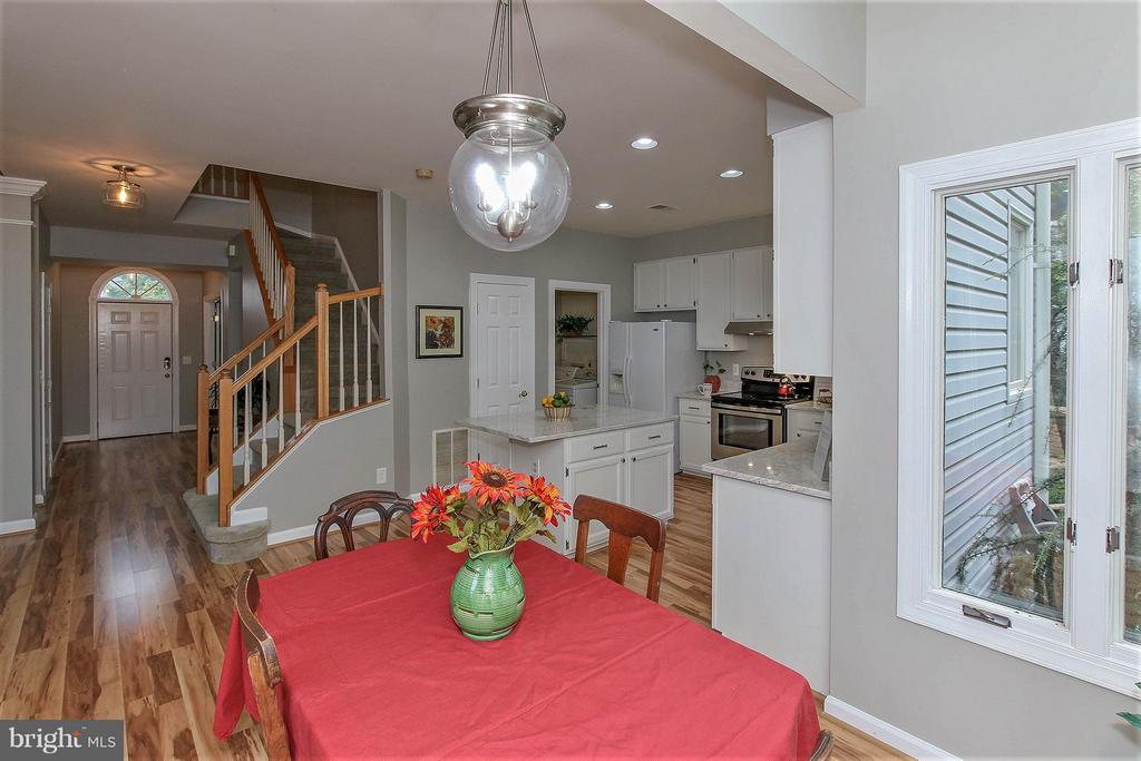 Window filled dining area with tranquil views - 43956 BRUCETON MILLS CIR, ASHBURN