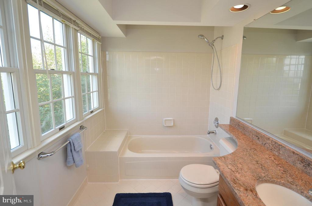 Secondary Full Bathroom with Granite Counters - 44067 LACEYVILLE TER, ASHBURN