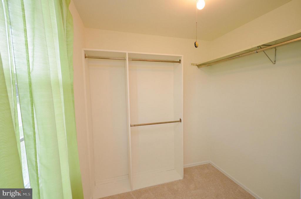 Master Bedroom with Walkin Closet - 1309 BEECH RD, STERLING