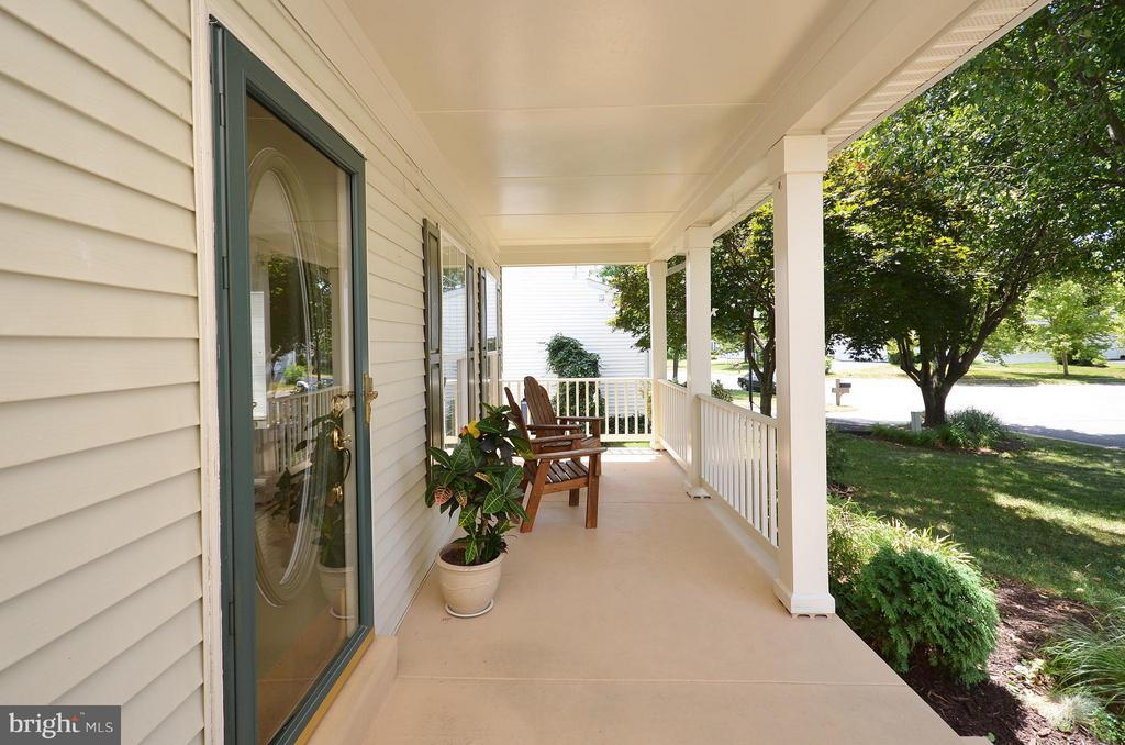 Inviting Front Porch - 20532 DEERWATCH PL, ASHBURN