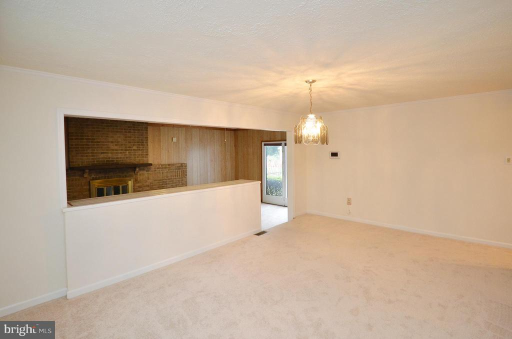 Dining Room with New Carpet - 1309 BEECH RD, STERLING