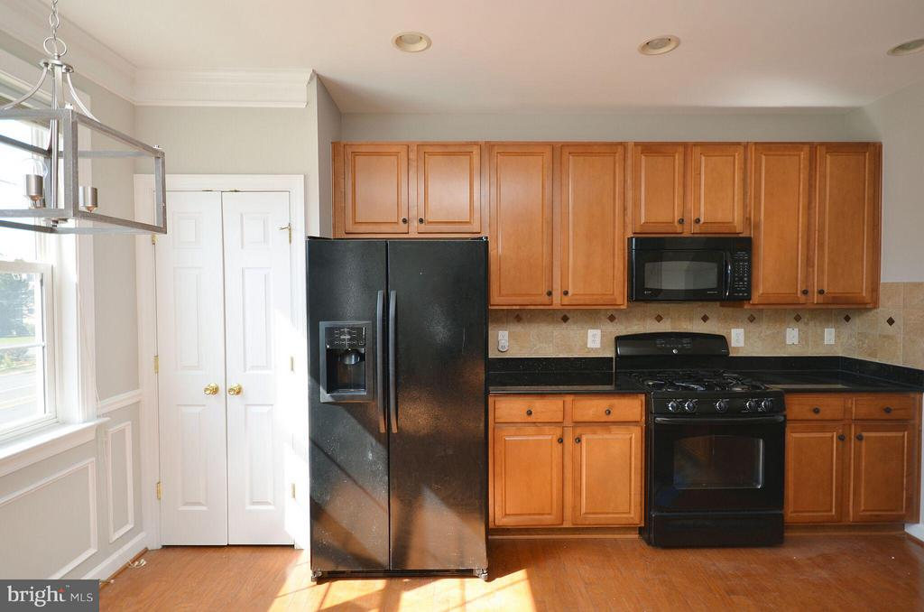 Great Kitchen w/ Hardwood Floors - 13685 VENTURI LN #240, HERNDON