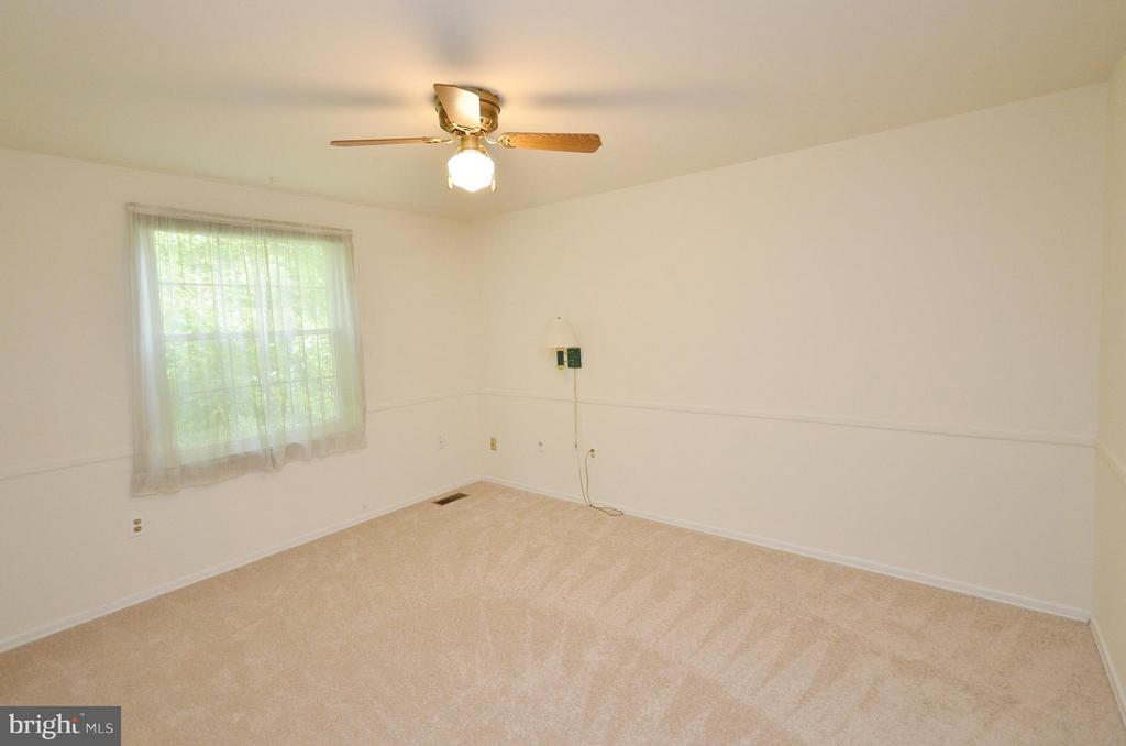 Bedroom 3 with New Carpet - 1309 BEECH RD, STERLING