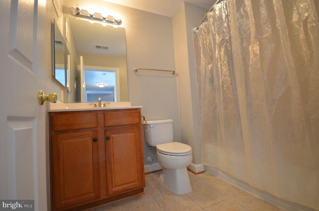 Hall Full Bathroom - 13685 VENTURI LN #240, HERNDON