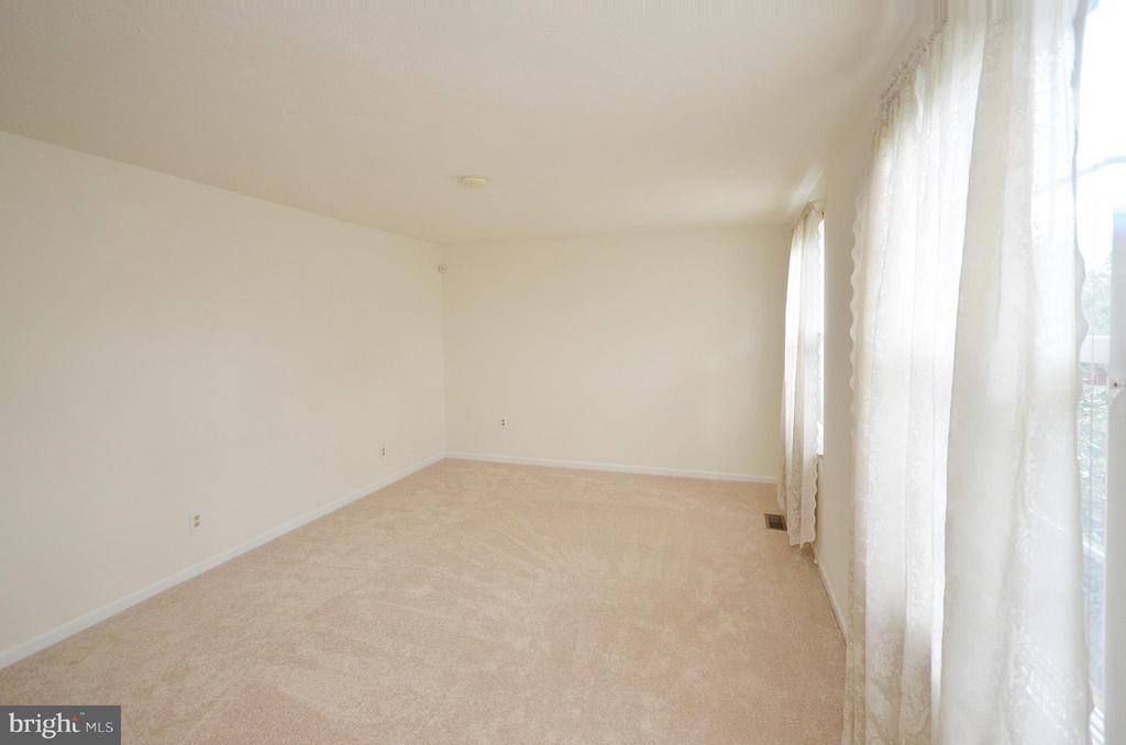 Living Room with New Carpet - 1309 BEECH RD, STERLING