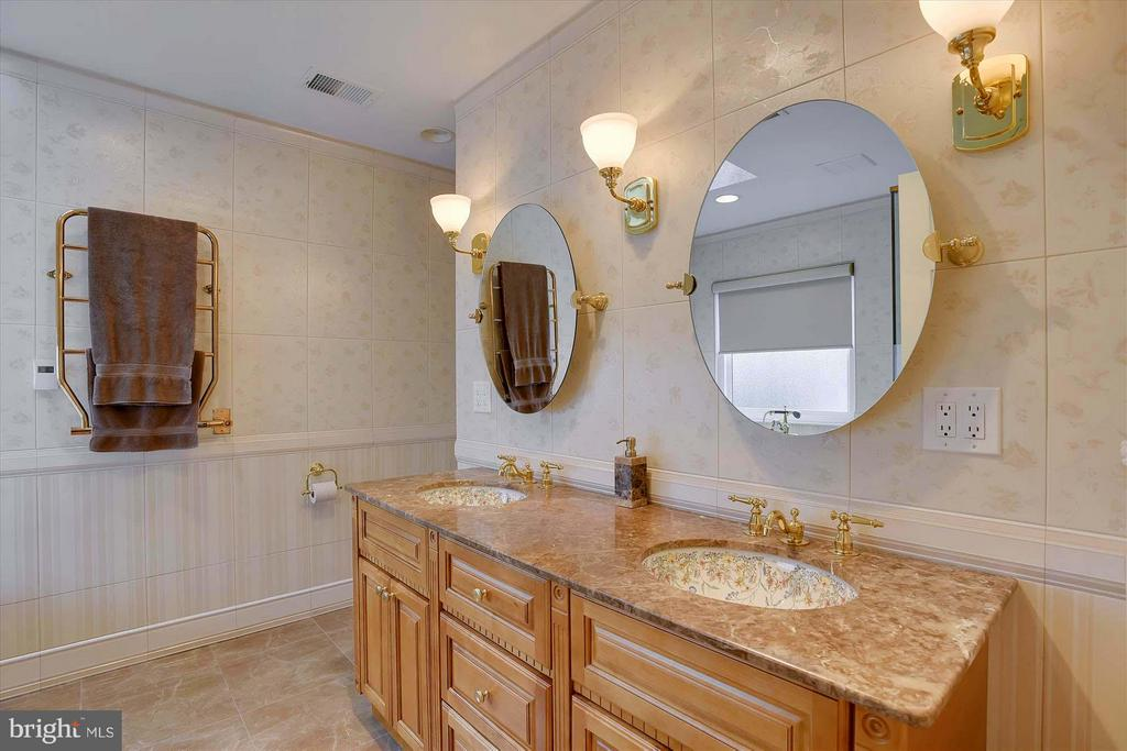 Luxurious!! Heated marble floor, towel warmer - 43154 PARKERS RIDGE DR, LEESBURG