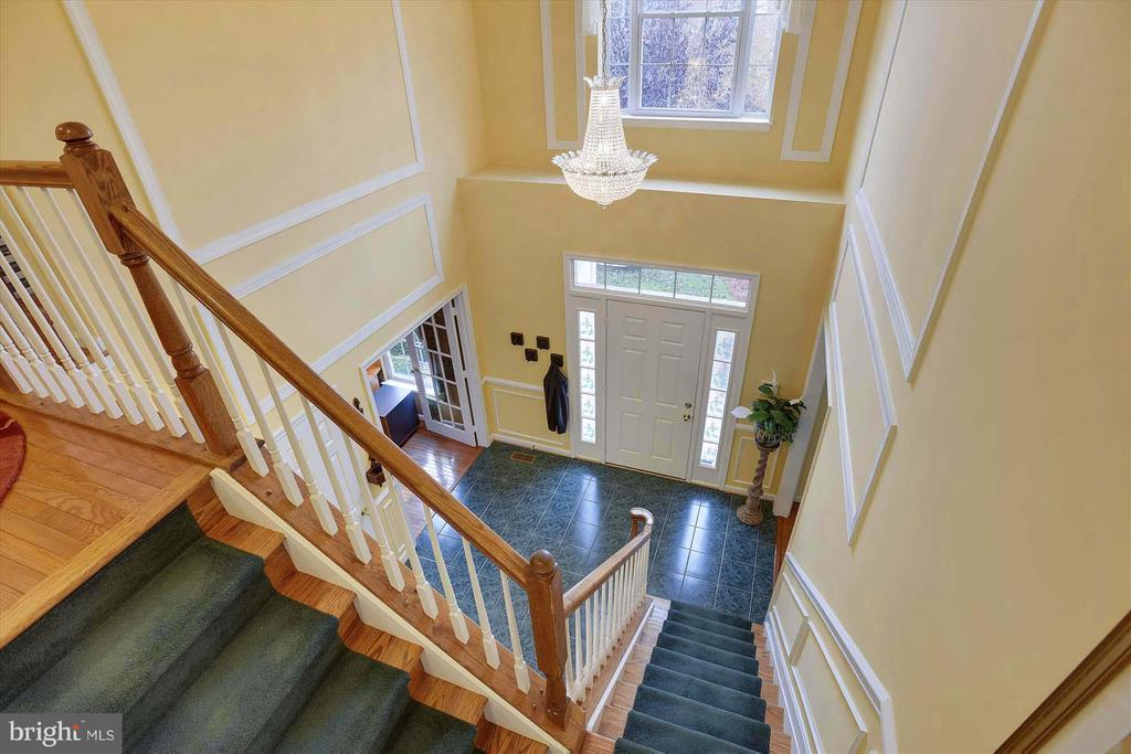 2-story marble Foyer with stunning chandelier - 43154 PARKERS RIDGE DR, LEESBURG