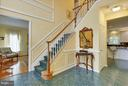 Beautiful frame molding, lots of elegant touches - 43154 PARKERS RIDGE DR, LEESBURG