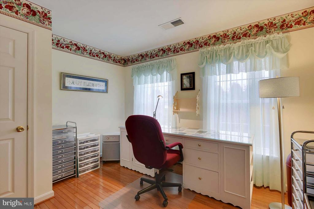 Sunny and bright fourth Bedroom! - 43154 PARKERS RIDGE DR, LEESBURG