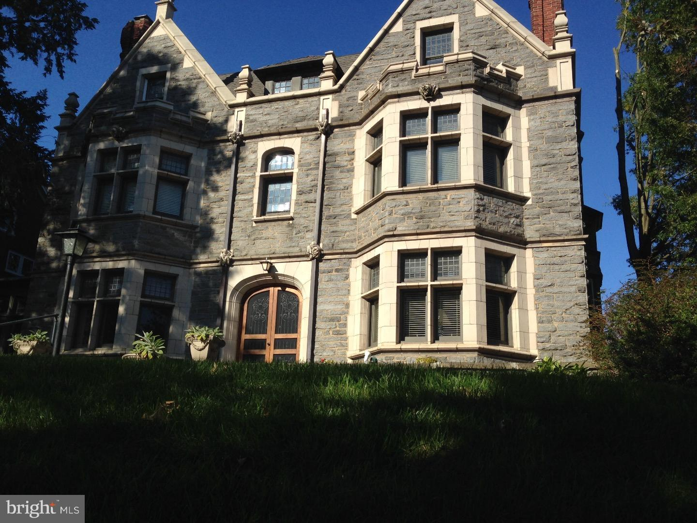 Photo of home for sale at 1007 Broom Street, Wilmington DE