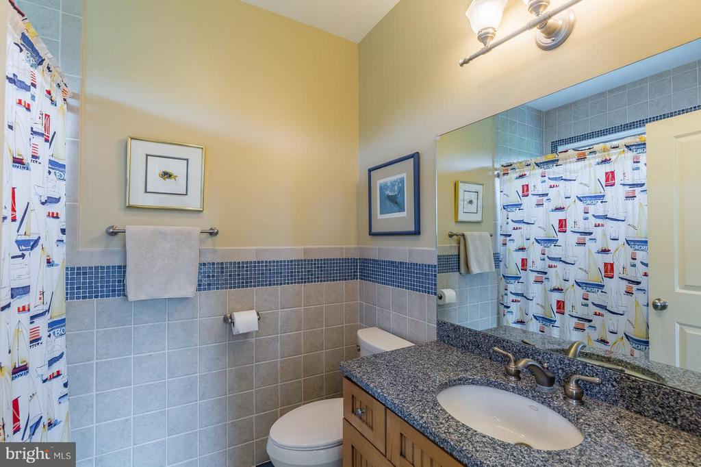 bedroom 2 ensuite bath - 14422 LIGHTNER RD, HAYMARKET