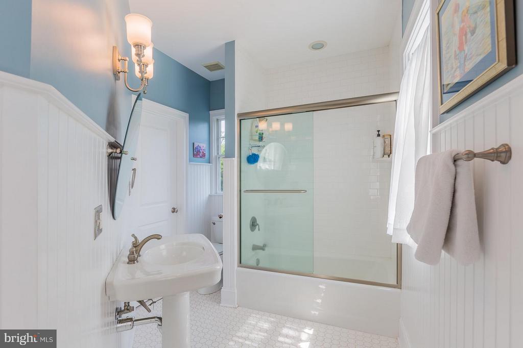 Bedroom 3 ensuite bath - 14422 LIGHTNER RD, HAYMARKET