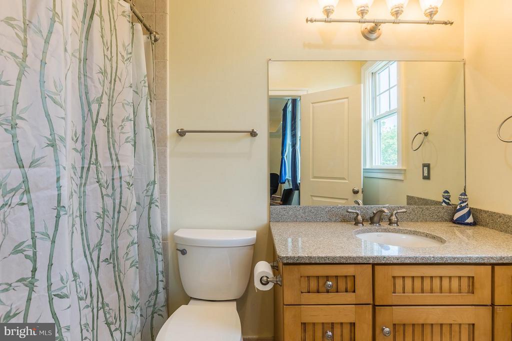 bedroom 4 ensuite bathroom - 14422 LIGHTNER RD, HAYMARKET