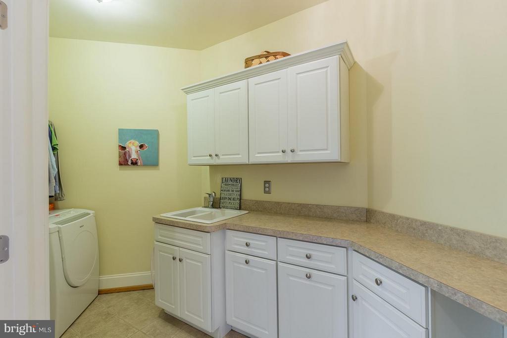 Upper level laundry - 14422 LIGHTNER RD, HAYMARKET