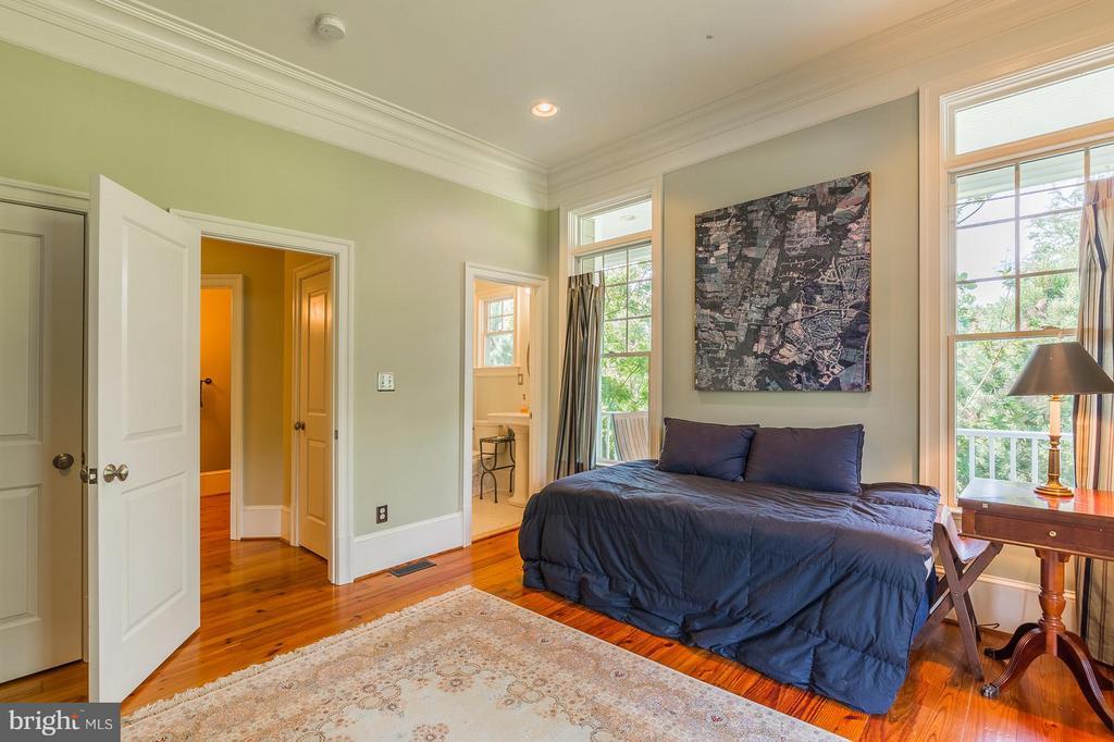 Main Level Bedroom (5) with ensuite bath - 14422 LIGHTNER RD, HAYMARKET