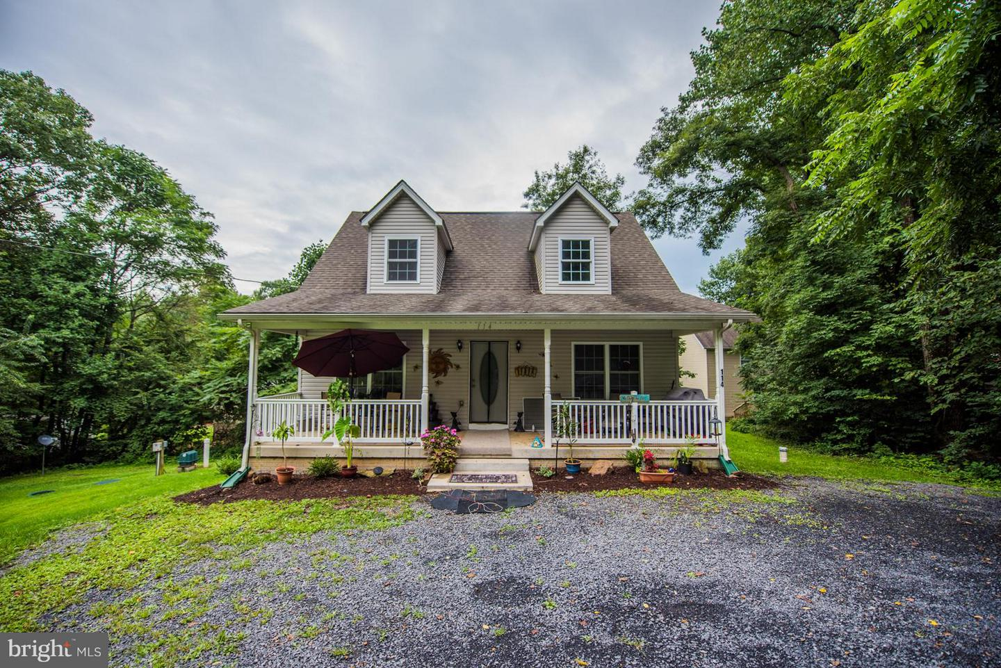 Single Family for Sale at 114 Forest Dr Chester Gap, Virginia 22623 United States