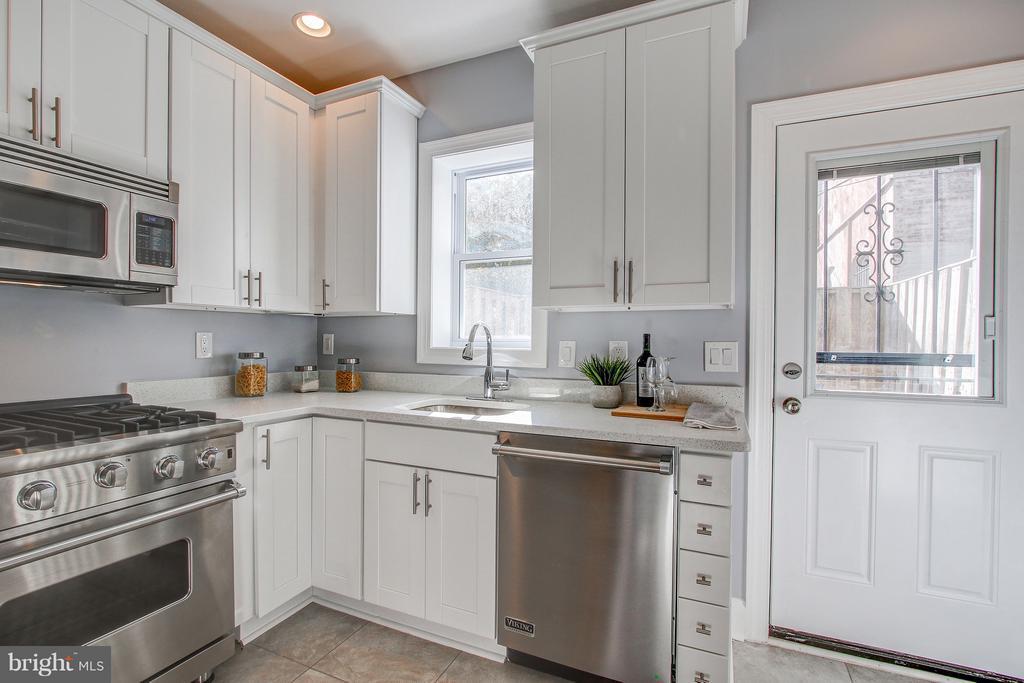 Kitchen/back door - 948 WESTMINSTER ST NW, WASHINGTON