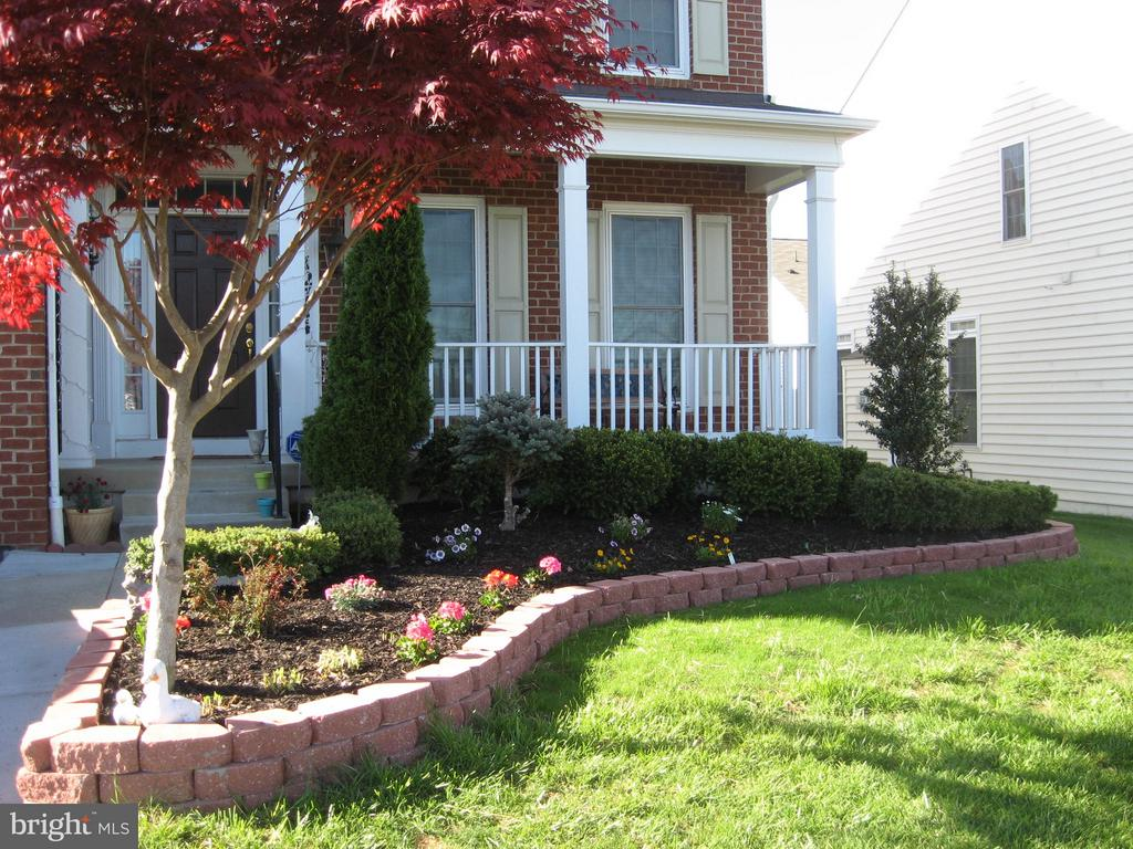 Beautiful landscaping surrounds this lovely home - 12714 W OLD BALTIMORE RD, BOYDS