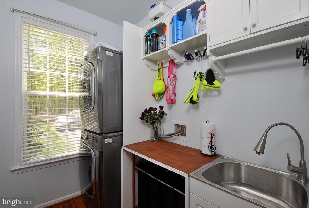 Awesome laundry room - 11300 HONOR BRIDGE FARM CT, SPOTSYLVANIA