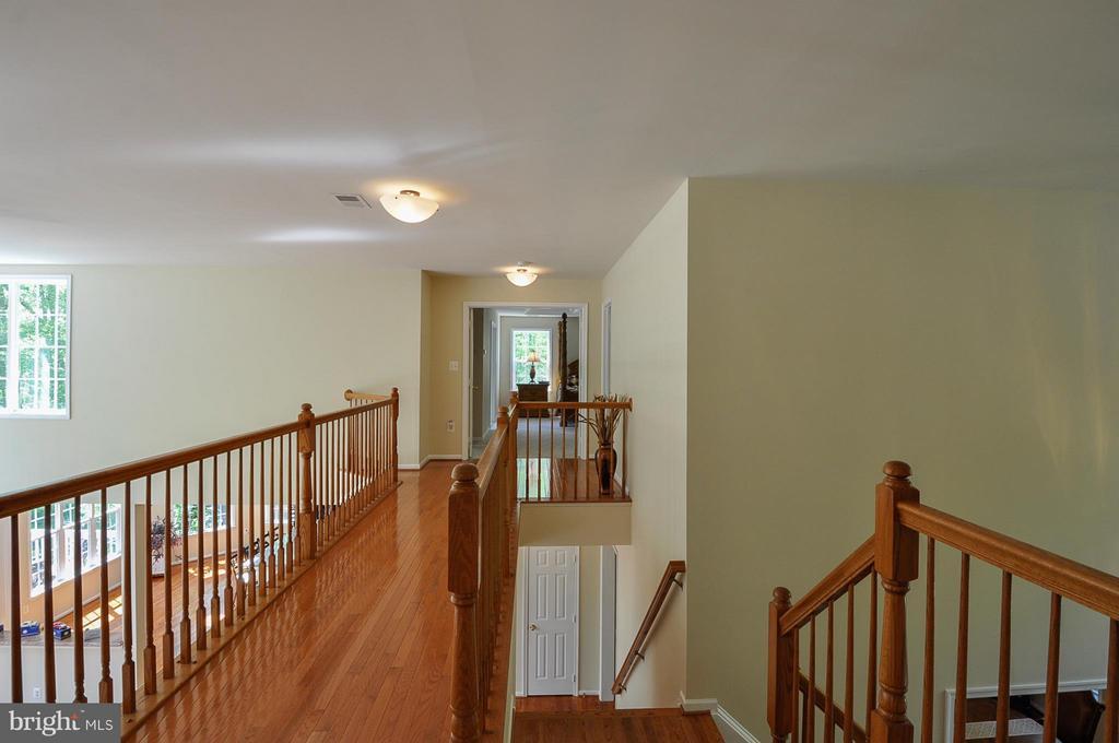 Wood hallway - 11300 HONOR BRIDGE FARM CT, SPOTSYLVANIA