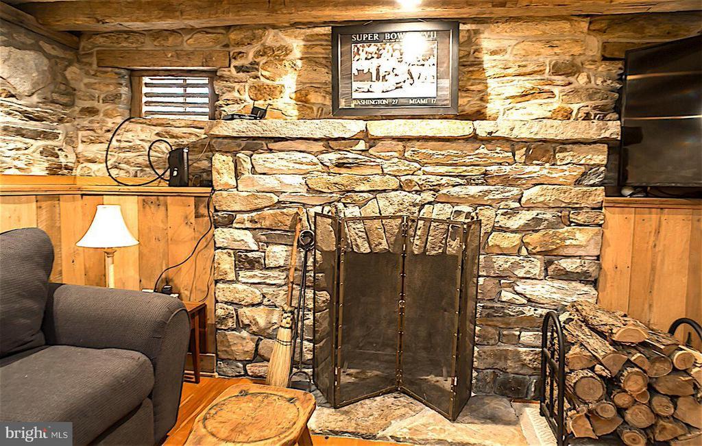 Big Stone Fireplace - 19923 WOODTRAIL RD, ROUND HILL