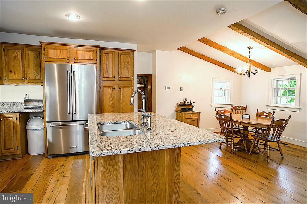 Updated Kitchen with Granite Couter, SS Appliances - 19923 WOODTRAIL RD, ROUND HILL
