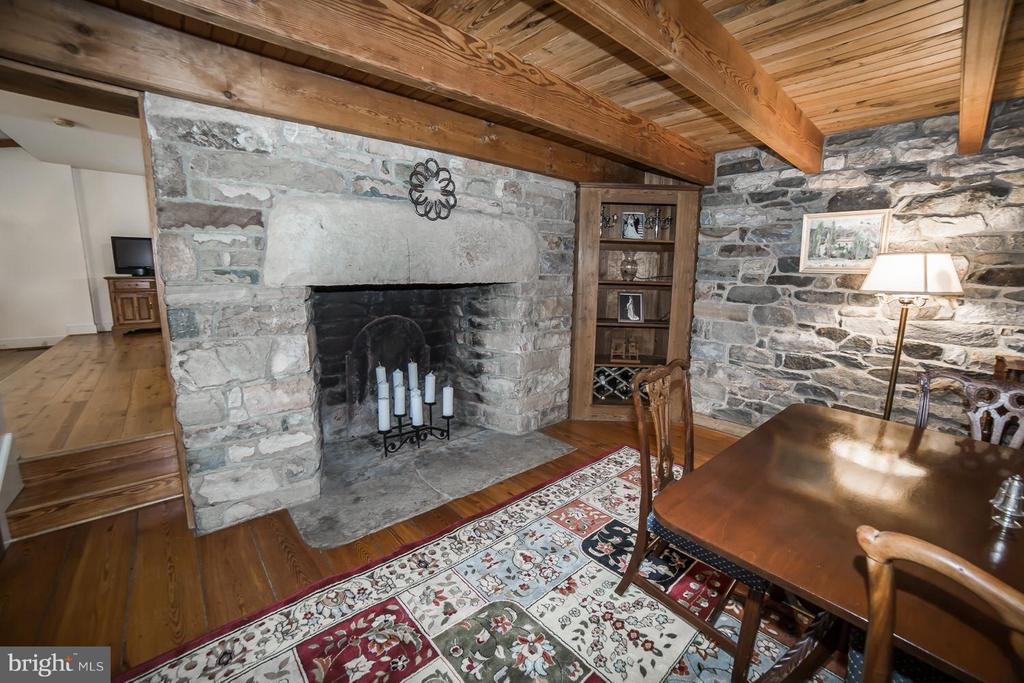 Stunning DR fireplace - 19923 WOODTRAIL RD, ROUND HILL