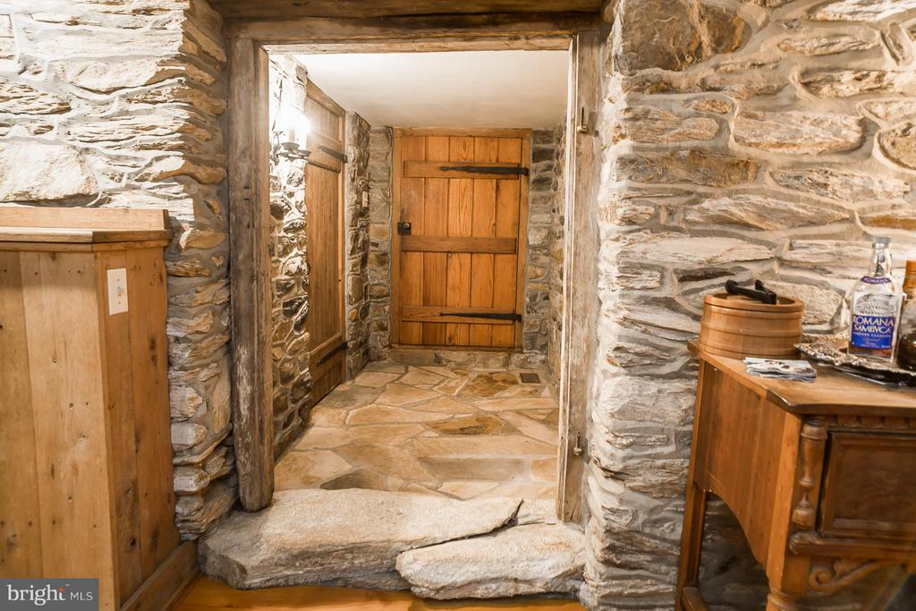 Beautiful Stonework and Woodwork - 19923 WOODTRAIL RD, ROUND HILL
