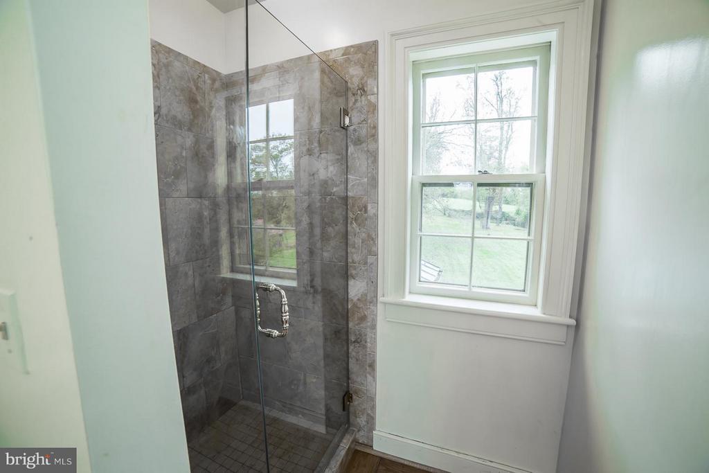 Updated Baths - 19923 WOODTRAIL RD, ROUND HILL