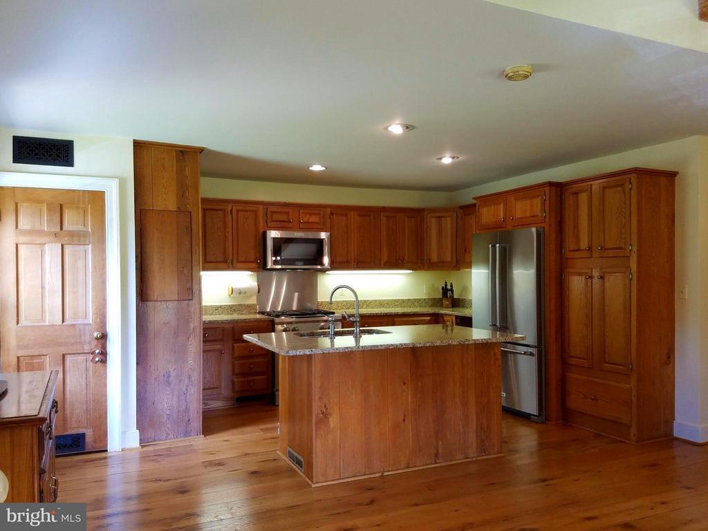 Kitchen - 19923 WOODTRAIL RD, ROUND HILL
