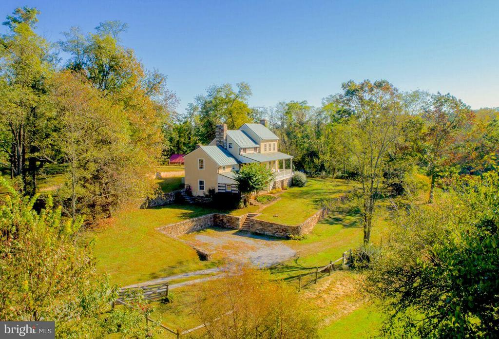 Created to look old, but function as new - 19923 WOODTRAIL RD, ROUND HILL