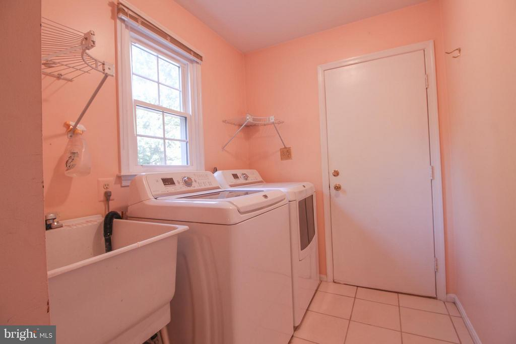 Full Size Laundry Room on Main Level - 402 AUTUMN OLIVE WAY, STERLING