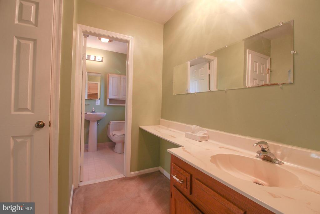 Extra Vanity/ Sink - 402 AUTUMN OLIVE WAY, STERLING