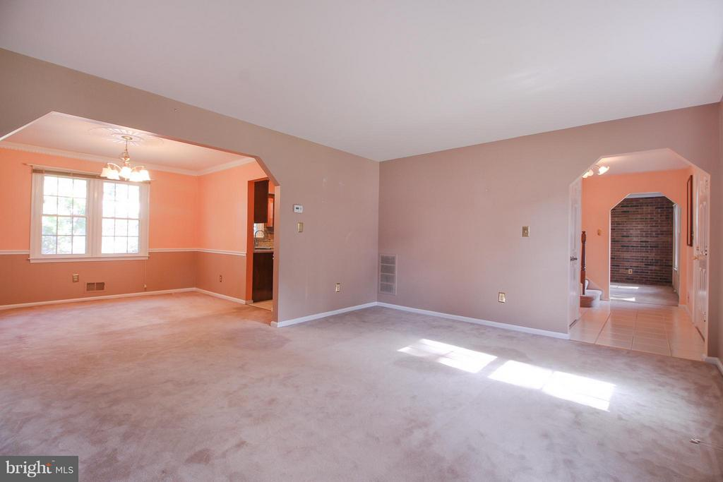 Dining Room Leads into Formal Living Room - 402 AUTUMN OLIVE WAY, STERLING