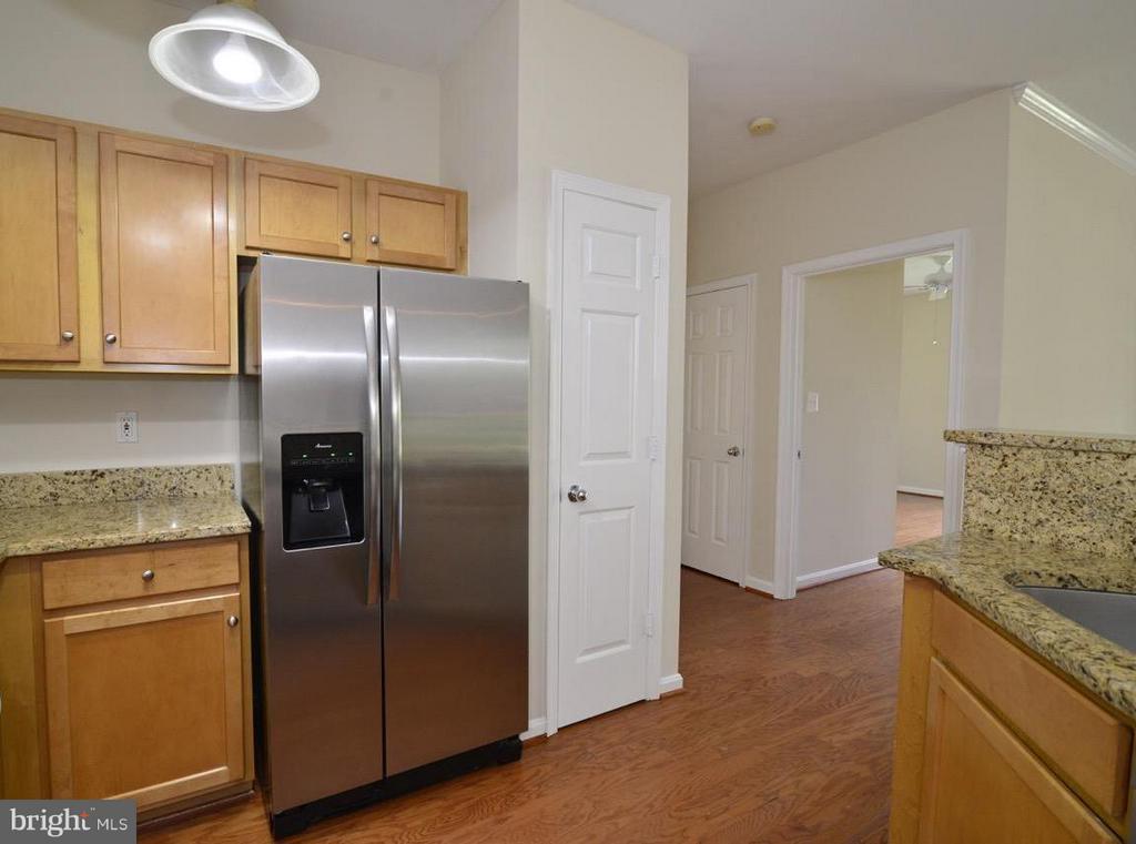 Kitchen - 5124 BRITTNEY ELYSE CIR #B, CENTREVILLE