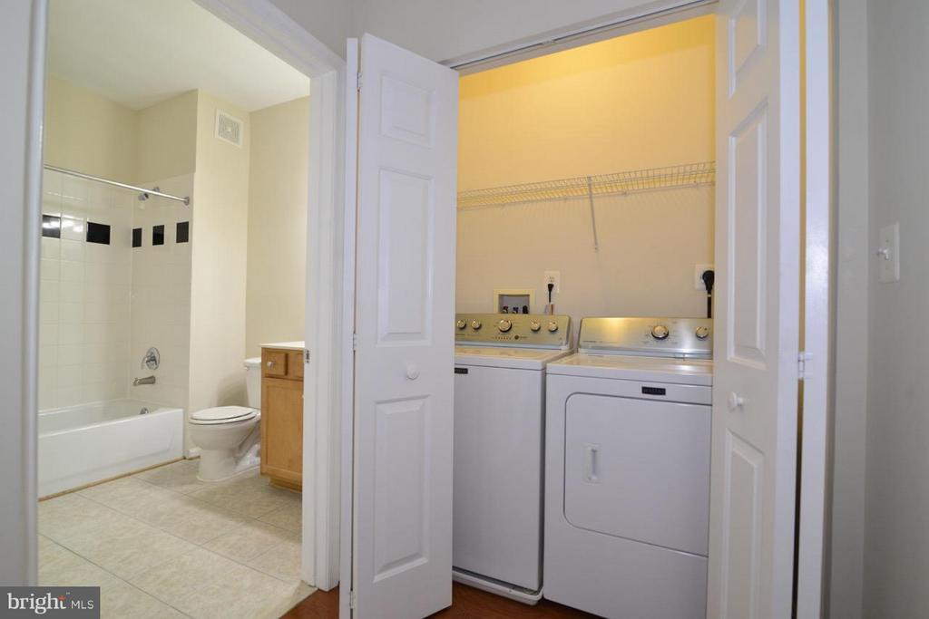 Laundry Closet - 5124 BRITTNEY ELYSE CIR #B, CENTREVILLE