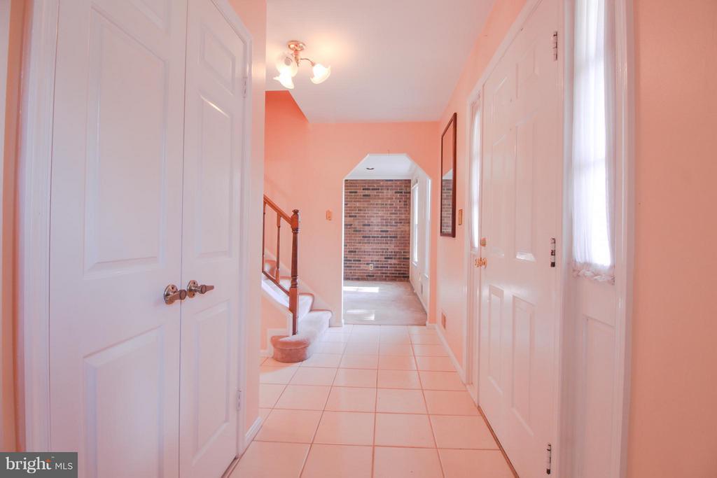 Foyer with Double Door Coat Closet - 402 AUTUMN OLIVE WAY, STERLING